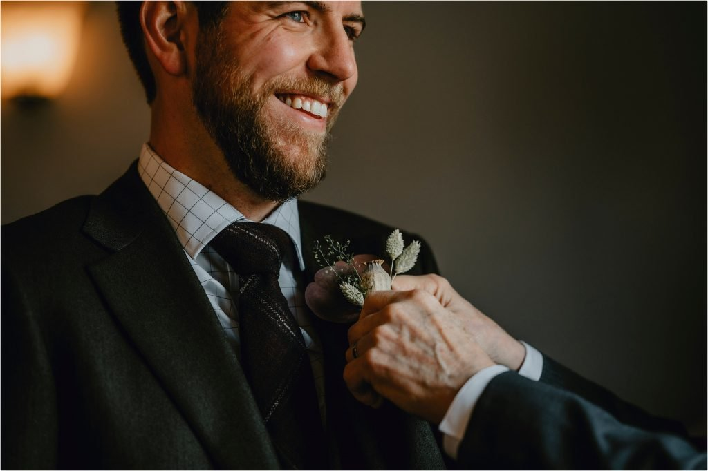 groom put on his boutonniere